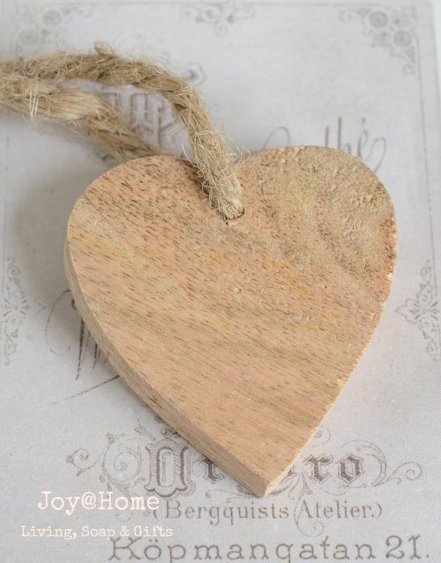 Hartje hout met witte epoxy