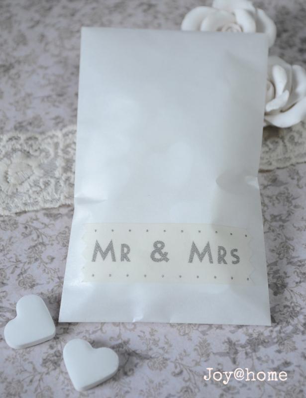 Loonzakje Mr & Mrs met witte snoephartjes