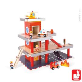(Janod) Houten brandweerkazerne met figuren