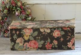 Stoffen doos met rozen