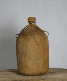 Bottle in jute