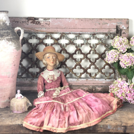 Sofadoll in pink dress