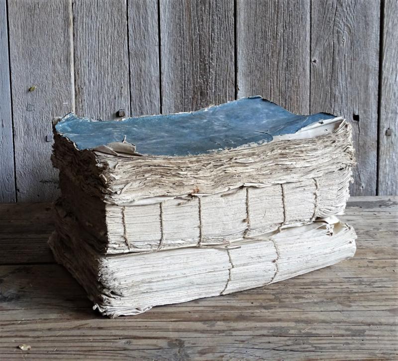 Antieke boeken (set van drie)