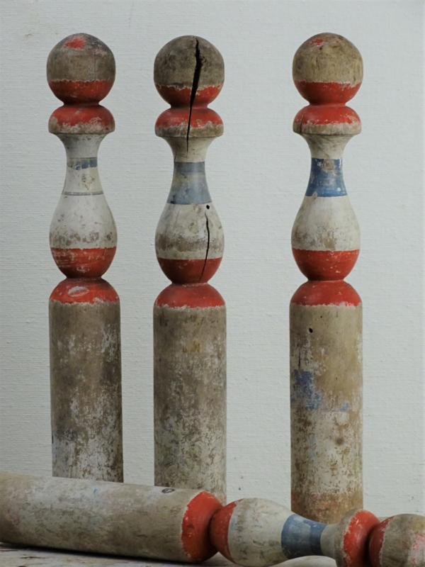 Set van vier houten kegels