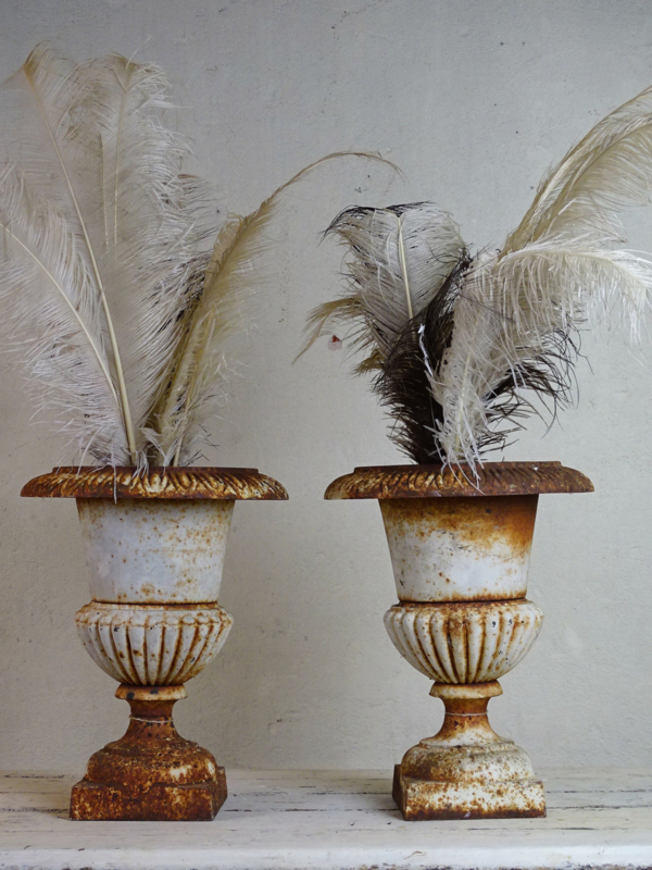 Antieke  Versaille vaas (set van twee op voorraad)