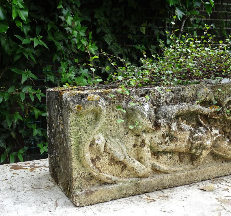 Antieke stenen bloembak
