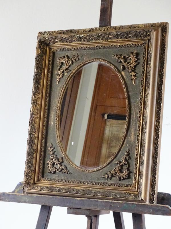 Spiegel in oude lijst