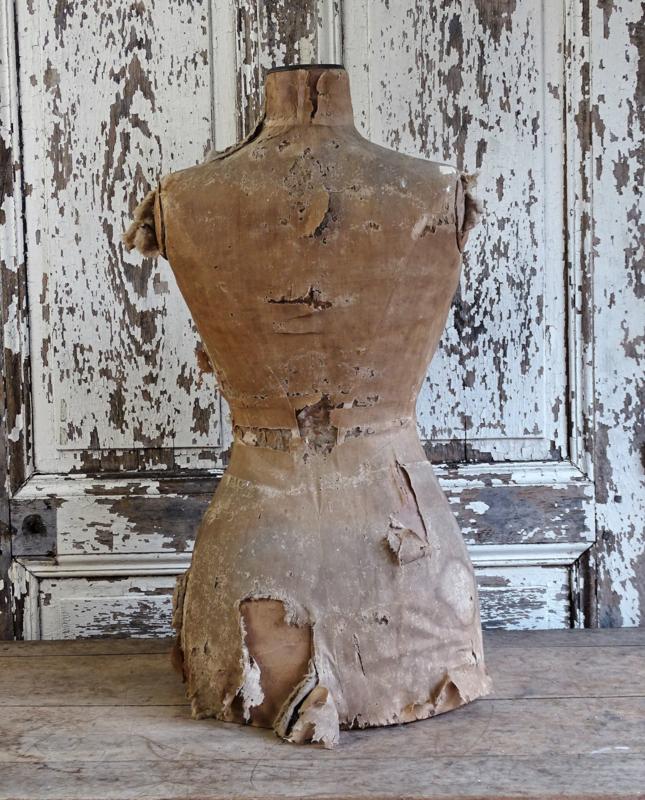 Shabby wespentaille buste
