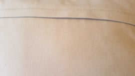 Kussen  grof geweven zwart/beige wol, 50 x 50 cm.