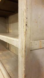 Brocante kast groen/ grijs geschilderd hout Gert Snel met 4 laden.