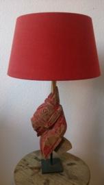 Lamp met antiek houten paard en linnen kap, verstelbaar.