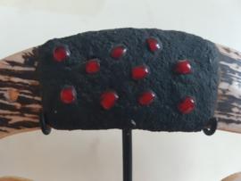 Antiek Etnisch Neus Sieraad afkomstig uit Papoea Nieuw-Guinea op standaard