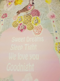 Behang Dreamworld van Fabs World Sweet Dreams  Sleep Tight  We love you  Goodnight