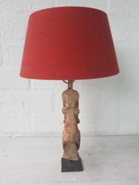Lamp met antiek houten paard en linnen kap de kap is verstelbaar.