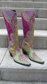 """Geborduurde laarzen """"by CICK"""".  Verkocht."""