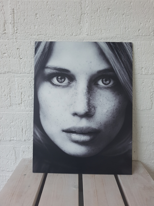 Woman Face Via Martine op forex geprint