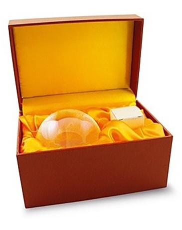 Feng shui kristallen bol 30 cm in geschenkdoos met houten voet.