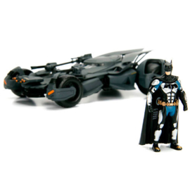 Batman DC Comics Justice League Batmobile metal Car & Figure set - Scale 1:24