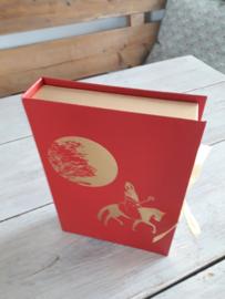 boek van sinterklaas met maan