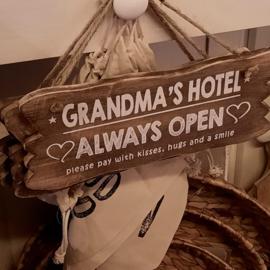 tekstbord | grandma's hotel