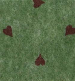 vilt olijfgroen met rode hartjes