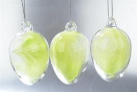 hanger glazen ei met groene veertjes
