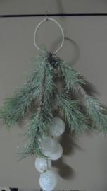 decoratie kersttak met kerstballen