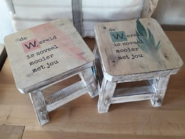 Mini houten kinderkrukjes