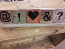 houten blokjes met symbolen