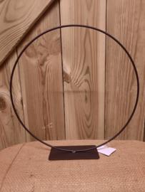 metalen ring op voet | zwart 30 cm
