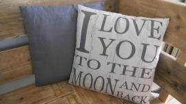 grijs kussen love you....