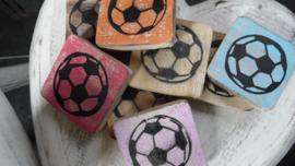 houten blokje voetbal