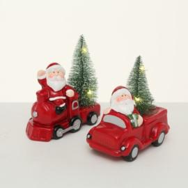 auto met kerstboom en verlichting