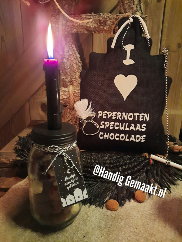 glazen pot met  pepernoten / chocolade pepernoten