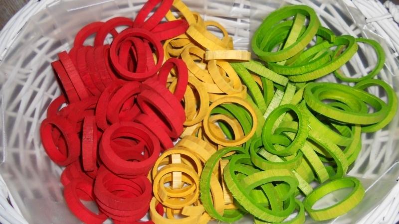 houten ringen rood/geel/groen 5-6 cm