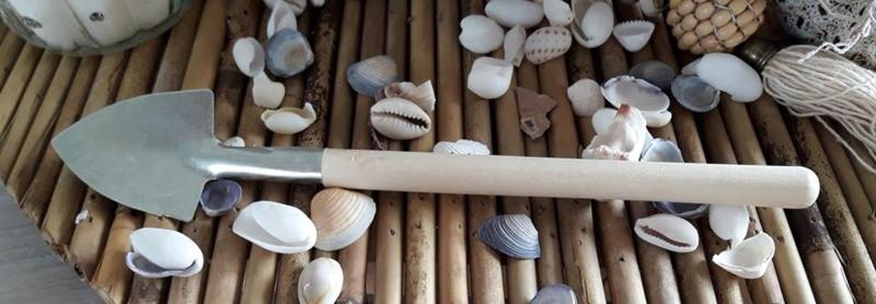 mini schep met houten steel