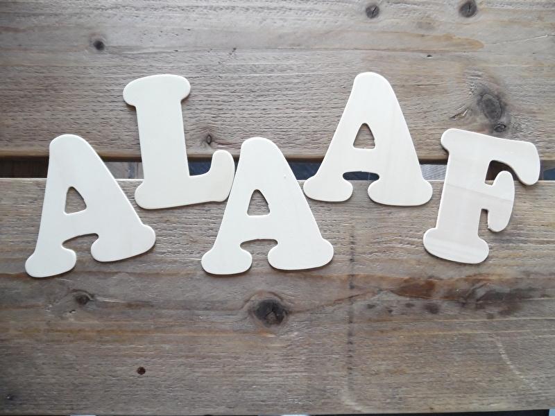 houten letters plat 11 cm   ALAAF