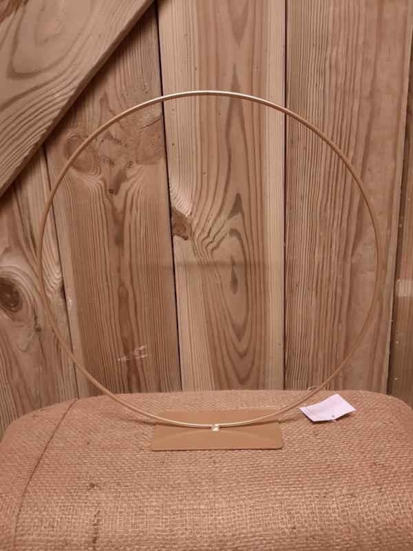 ring op voet goud 30 cm