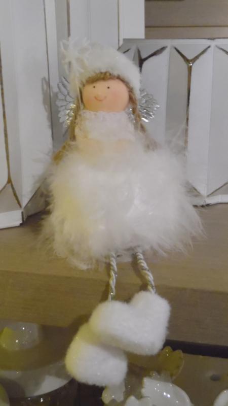 engel wit zittend
