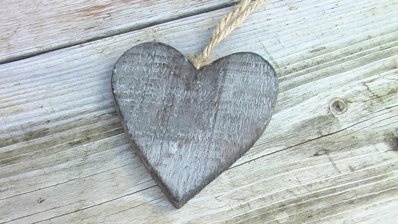 grijs houten hartje