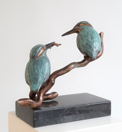 "Bronzen beeld ijsvogels  ""Sharing together"""