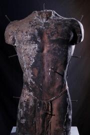 Mannentorso met spijkers (Het lijden van Christus)