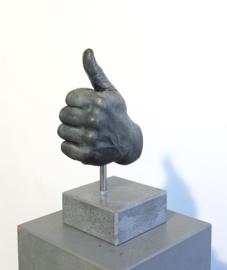 """""""Goed gedaan!"""" Opgestoken duim van brons"""