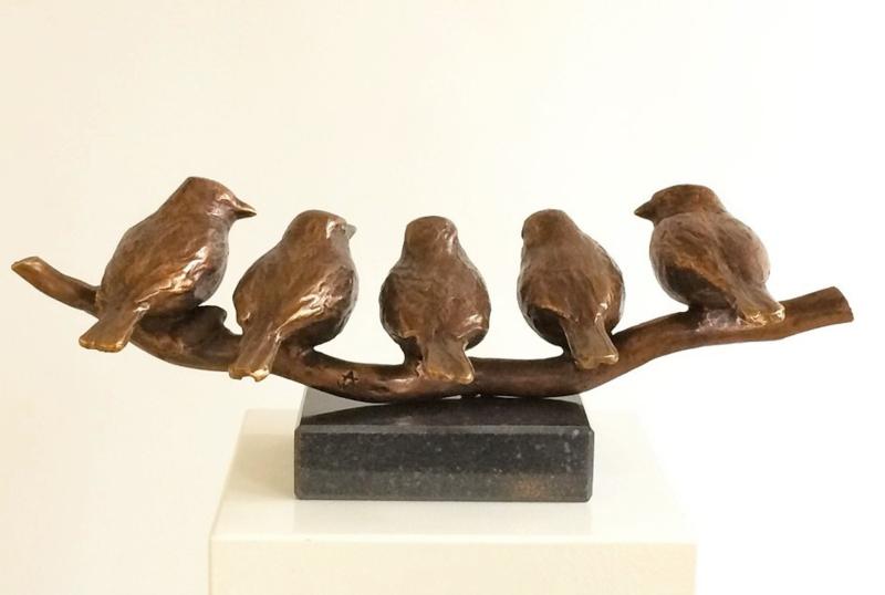 Bronzen familiebeeld - 5 vinkjes op tak