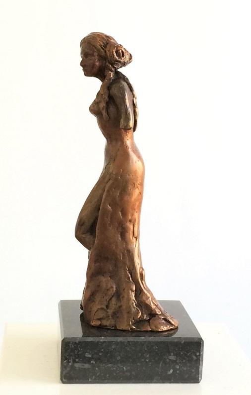 Elegance - vrouwenbeeldje brons