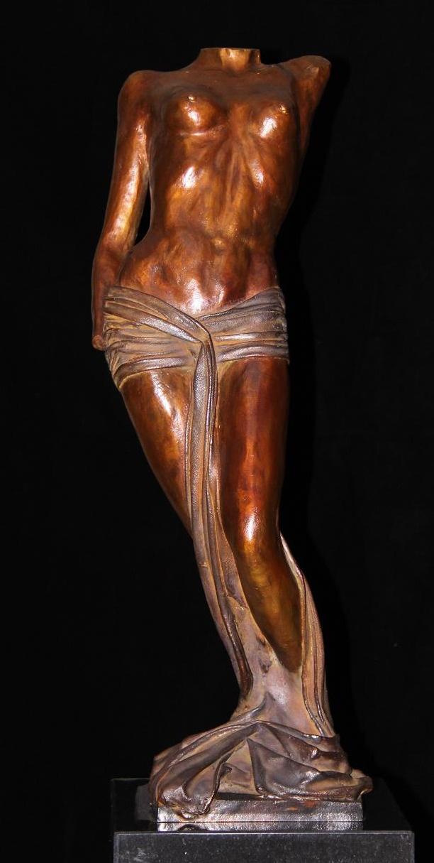 Bronzen beeld vrouw - kunst in huis