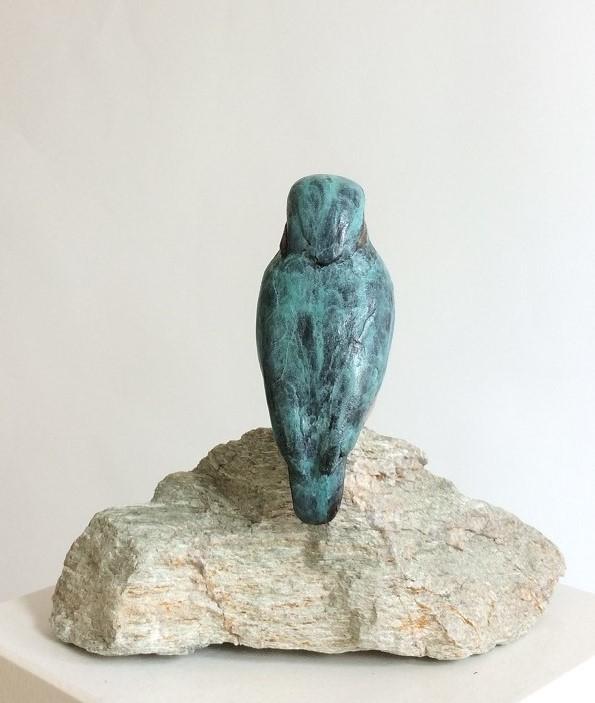 Bronzen beelden op steen
