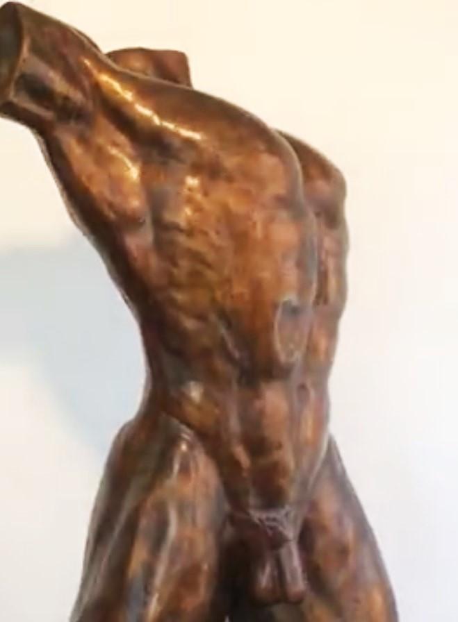 Bronzen tuinbeelden mannen en vrouwen torso's