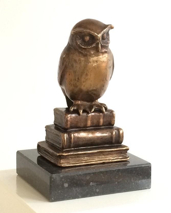 Bronzen uil voor afstuderen, master of promoveren