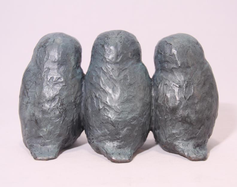 Familiebeeld brons - drie uilskuikens
